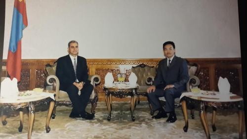 مع الرئيس المنغولي عام 2003