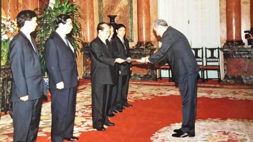 تقديم اوراق الاعتماد للرئيس الفيتنامي 2003